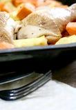 Gedeelten van kip, langzaam worden geroosterd die met Royalty-vrije Stock Fotografie