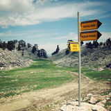 GEDELME-TAHTALI DAGI, TURQUIA - 4 DE MAIO DE 2015: Sinal na maneira de Lycian Fotos de Stock