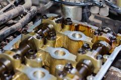 Gedemonteerde interne verbrandingsmotor, close-up van de eenheidshoofden royalty-vrije stock foto's