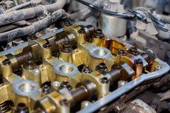Gedemonteerde interne verbrandingsmotor, close-up van de eenheidshoofden stock foto's