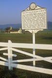 Gedenkender Geburtsort der Straßenrandplakette von Pearl S Autor Sträuben Sie sich, die die gute Erde schrieb, Weg 219, WV Lizenzfreie Stockfotos