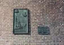 Gedenkplaketten auf dem Schreierstoren, alias dem Turm des Weepers, Amsterdam, die Niederlande lizenzfreie stockfotos