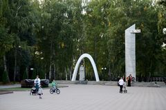 Gedenkteken aan gevallen in de Grote Patriottische oorlog in het Park van Geheugen in de stad van Novomoskovsk van het gebied van Stock Fotografie