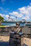 Gedenkteken aan Sprague naast USS Centraal in San Diego Stock Foto