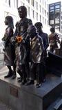 Gedenkteken bij Friedrichstrasse-Station aan de Holocaustslachtoffers in Berlin Germany stock foto