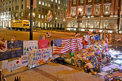 Gedenkteken van bloemenopstelling op Boylston-Straat in Boston, de V.S. Stock Afbeelding