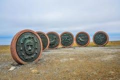 Gedenkteken van verdwenen vissers in Honningsvag, Noorwegen, het Noordenkaap, Northernmost van Europa stock afbeeldingen
