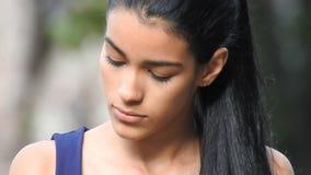 Gedeprimeerd Eenzaam Tienermeisje stock videobeelden
