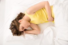 Gedeprimeerd meisje met vrouwelijke pijn Royalty-vrije Stock Foto's