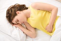 Gedeprimeerd meisje met vrouwelijke pijn Stock Fotografie