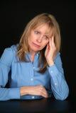Gedeprimeerde blonde oudere vrouw Royalty-vrije Stock Afbeelding