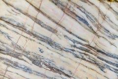 Geäderter weißer Marmor in einem Steinbruch Lizenzfreies Stockfoto