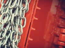 Gedetailleerde close-up, partij van zilveren kettingen stock fotografie