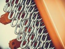 Gedetailleerde close-up, partij van zilveren kettingen stock afbeelding