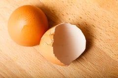Gedetailleerde close-up van lege gebarsten eierschalen Royalty-vrije Stock Foto