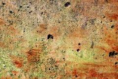 Gedetailleerde dichte omhooggaande oppervlakte van gebarsten en doorstane concrete muren in hoge resolutie stock afbeelding