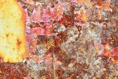 Gedetailleerde dichte omhooggaande textuur van bruine en witte roestige metaaloppervlakten in hoge resolutie royalty-vrije stock afbeelding