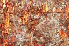 Gedetailleerde dichte omhooggaande textuur van bruine en witte roestige metaaloppervlakten in hoge resolutie royalty-vrije stock afbeeldingen