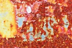 Gedetailleerde dichte omhooggaande textuur van bruine en witte roestige metaaloppervlakten in hoge resolutie stock foto