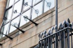 Gedetailleerde foto van de decoratieve staalfabriek op de buitenkant van Glasgow School van de Kunstbouw, Glasgow het UK Royalty-vrije Stock Foto's