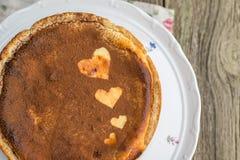 Gedetailleerde hoogste Mening over gebakken die kaastaart met cacao wordt bestrooid met Royalty-vrije Stock Afbeelding