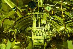Gedetailleerde mening van torpedoruimte in onderzeeër stock fotografie
