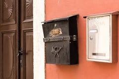 Gedetailleerde mening van uitstekende postboxes Royalty-vrije Stock Afbeelding