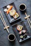 Gediende sushi voor twee stock afbeeldingen