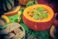 Gediente hohle Fruchtweinlese des Kürbises Suppe Lizenzfreies Stockfoto