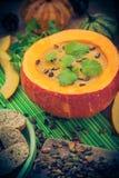 Gediente hohle Fruchtweinlese des Kürbises Suppe Lizenzfreie Stockfotos