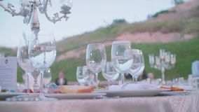 Gediente Tabelle in der Gaststätte stock video footage