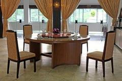 Gediente Tabelle im Restaurant Lizenzfreies Stockfoto