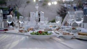 Gediente Tabelle im Restaurant stock footage