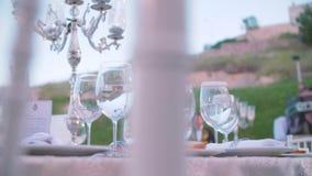 Gediente Tabelle im Restaurant stock video footage