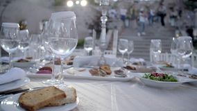 Gediente Tabelle im Restaurant stock video