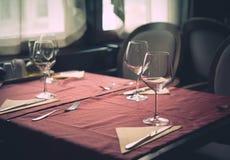 Gediente Tabelle am Restaurant Lizenzfreies Stockbild