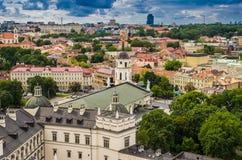 从Gediminas塔的鸟瞰图 免版税库存照片