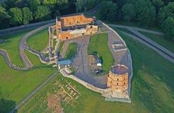 Gediminas-Schloss in Vilnius-Vogelperspektive lizenzfreie stockfotos