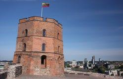 Gediminas torn på slottkullen i Vilnius Arkivbild