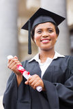 Gediplomeerd holdingsdiploma stock foto's