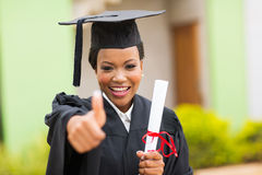 Gediplomeerde gevende duim omhoog stock fotografie