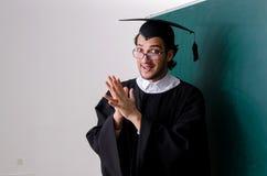 Gediplomeerde student voor groene raad stock fotografie