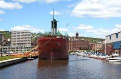 Gedokt schip in Duluth, Mn royalty-vrije stock afbeeldingen