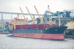 Gedokt vrachtschip Stock Afbeeldingen