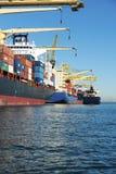 Gedokte containerschepen Royalty-vrije Stock Afbeeldingen