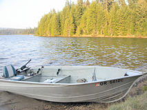 Gedokte vissersboot Stock Foto's