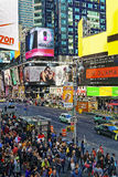 Gedrängte 7. Allee und nach Westen 44. Straße in Midtown Manhattan Stockfotografie