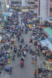 Gedrängte, beschäftigte Szene am Markt Stockbilder