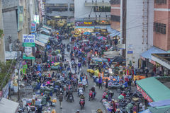 Gedrängte, beschäftigte Szene am Markt Lizenzfreies Stockbild