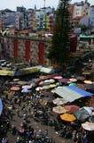 Gedrängte, beschäftigte Szene am Markt auf Viet Nam Tet Stockbild